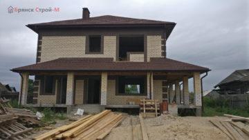Продолжается стройка дома в Сельцо